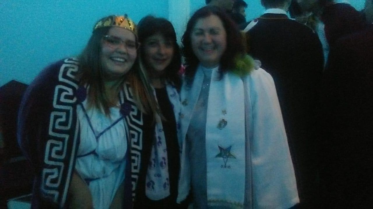 (Sobrinha Paola Delgado Salvador Honorável Rainha empossada junto com membros do Capítulo Cruzeiro do Sul)