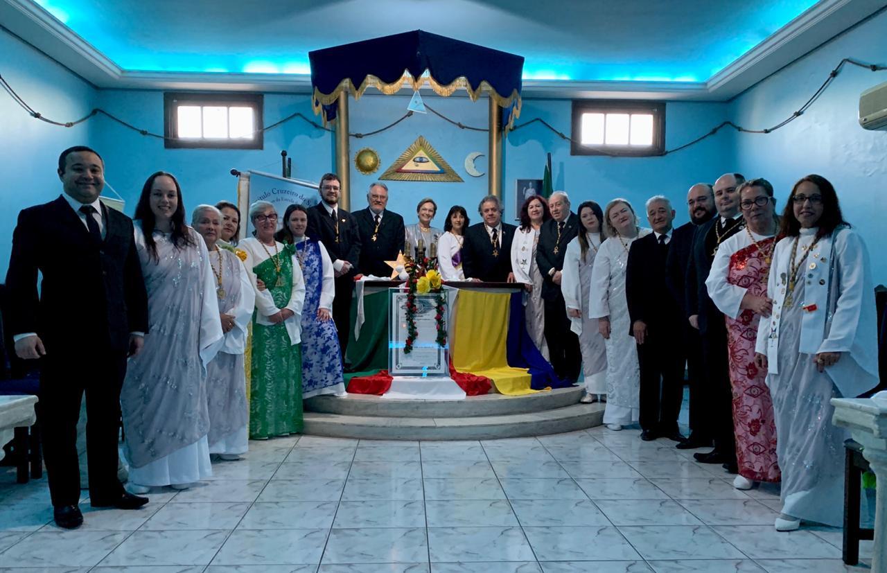 (Irmãos do Capítulo Cruzeiro do Sul junto com os Deputados da Região Sul do País)